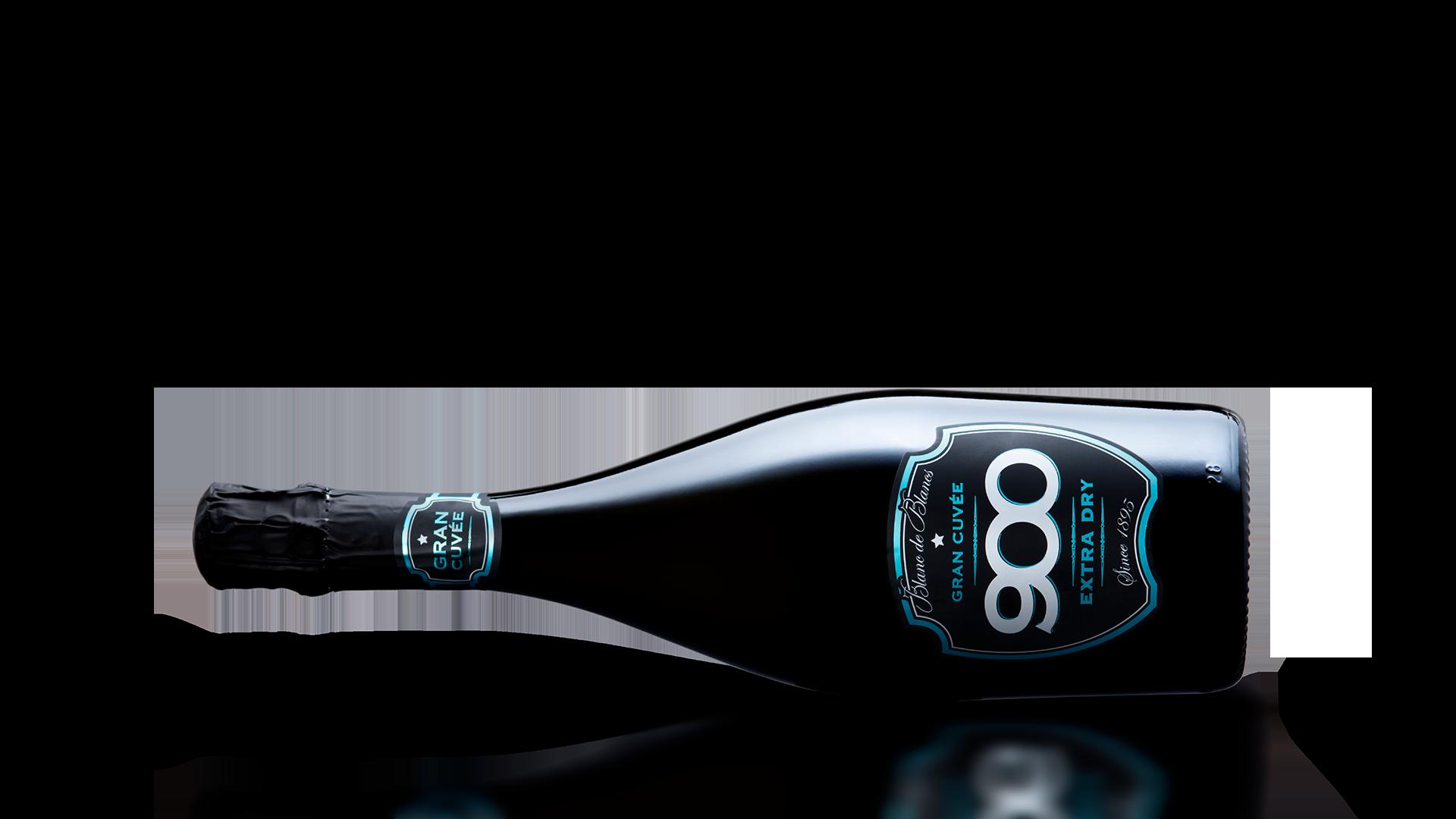 900 wine: bottiglia del spumante Gran Cuvée adagiata in posizione orizzontale