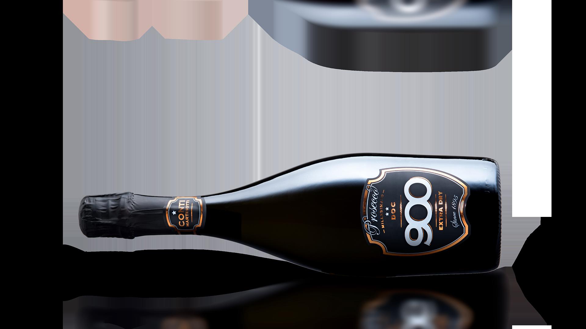 900 wine: bottiglia del prosecco Millesimato adagiata in posizione orizzontale