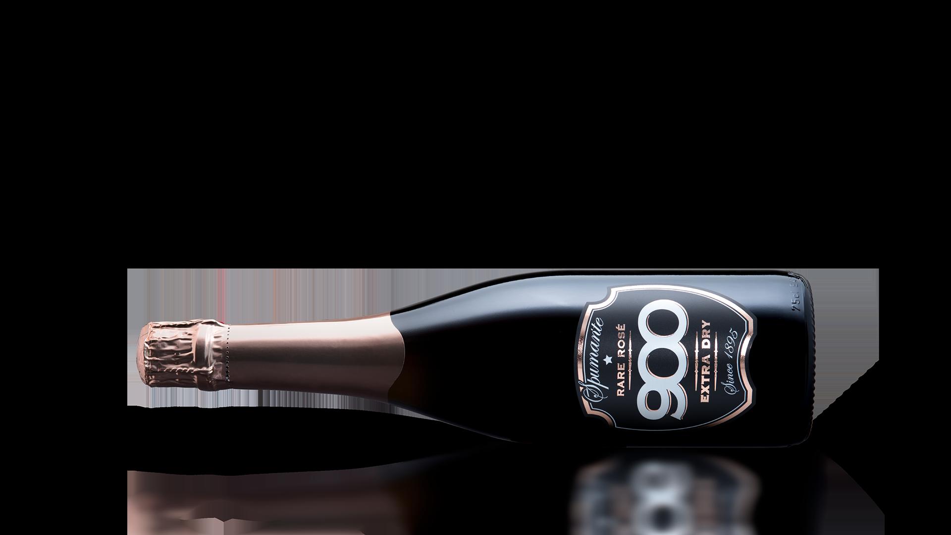 900 wine: bottiglia dello spumante Rare Rosé adagiata in posizione orizzontale
