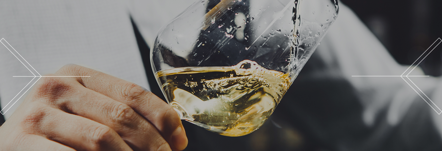 How do you evaluate the color of a wine?